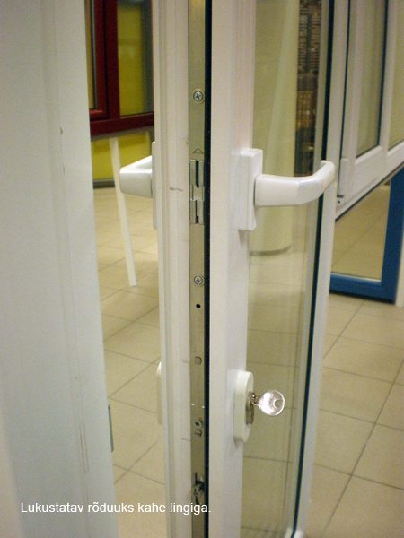 Запираемая балконная дверь с двойной связью